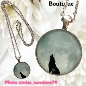 Boutique NEW BUT WITH A FLAW - wolf moon necklace